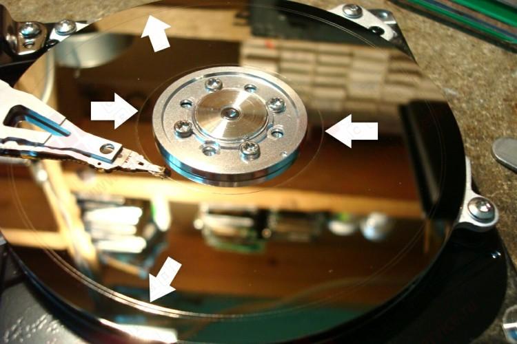 запилы на поверхности магнитного диска