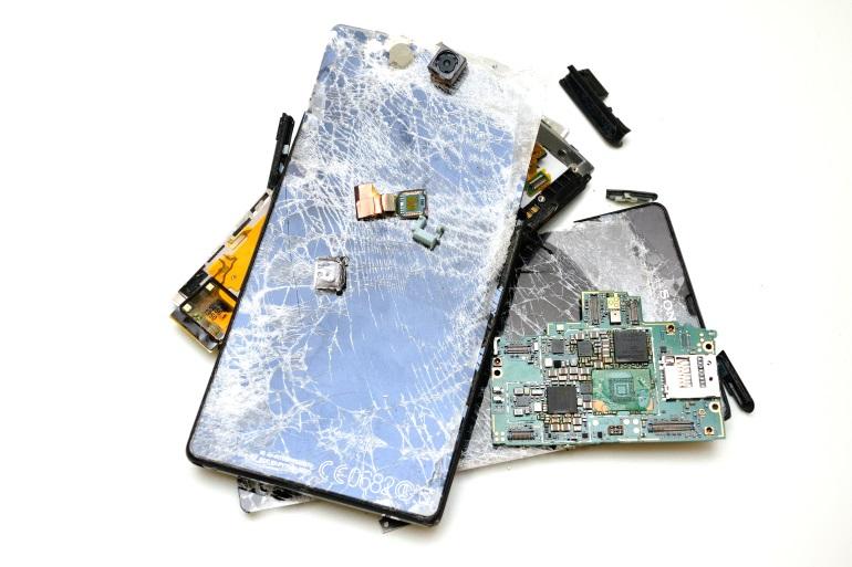 как восстановить дисплей телефона после удара